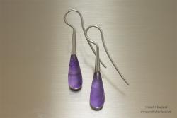 Zilveren oorbellen met druppelvormige Amethyst