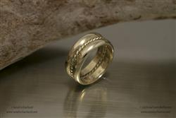 (in opdracht) herinneringsringen uit twee gouden trouwringen en parelband
