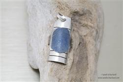 (in opdracht) Zilveren hanger met titanium vingerafdruk